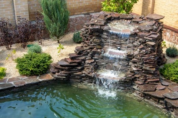 water-fountain-in-garden